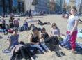 Schüler am Strand